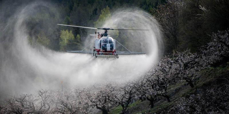 Pulverização com helicóptero